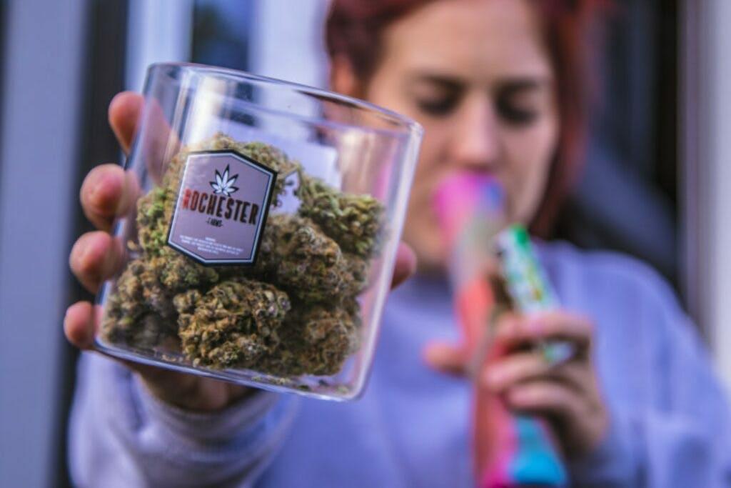 A melhor forma de manter as propriedades da cannabis é armazenar corretamente
