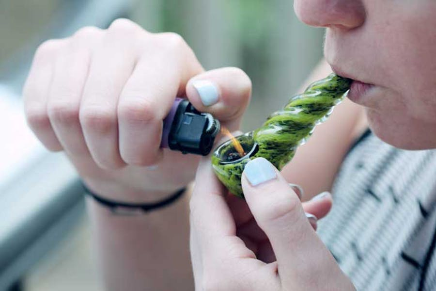 How to Smoke a Bowl: Smoking Weed Out of a Pipe