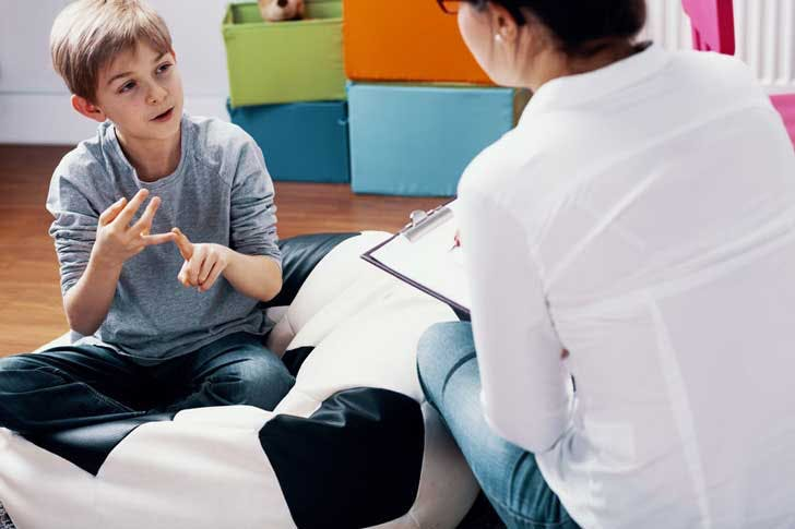 A child is examined by a psychologist