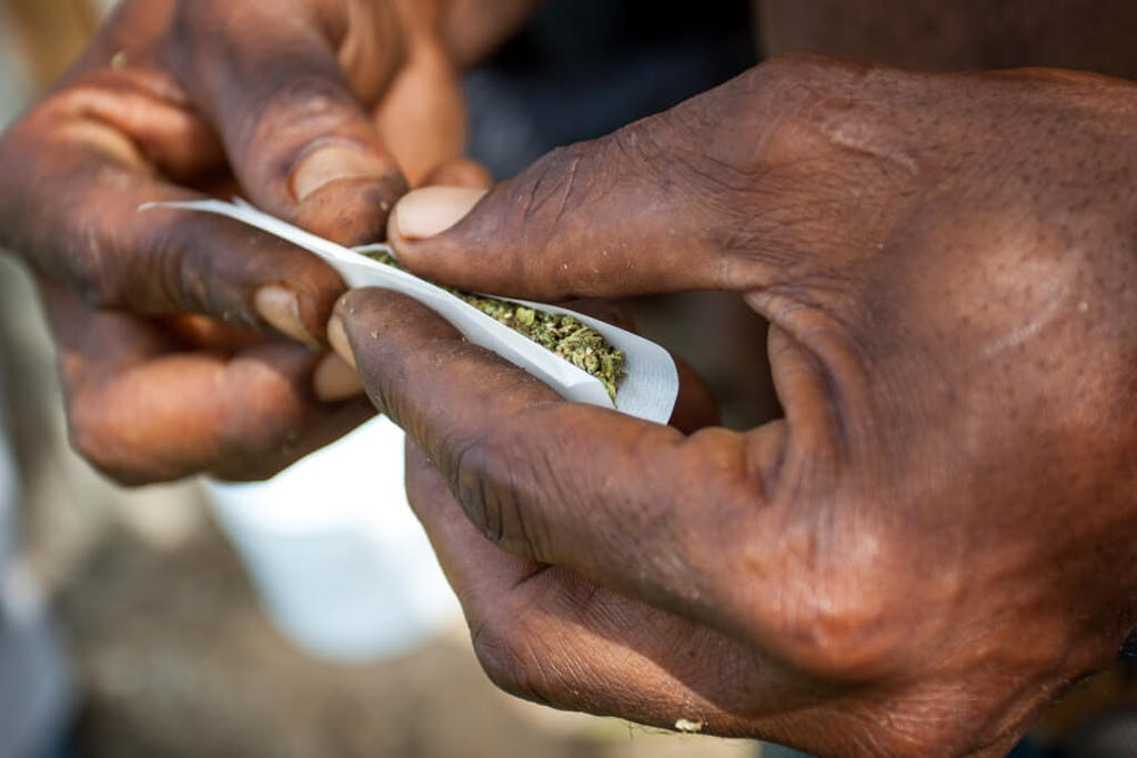 rolling a joint jamaica